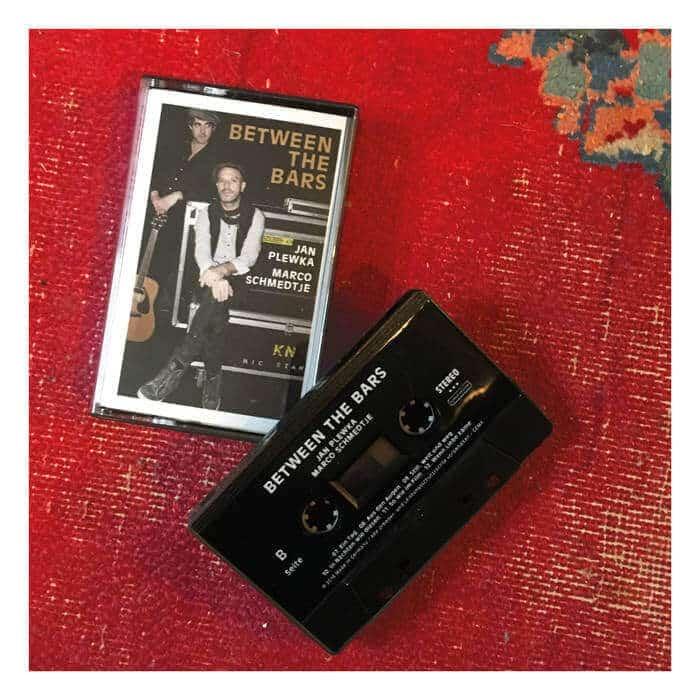 Between-the-bars-album-kassette